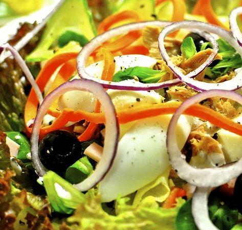 Tuna salad using mexican tarragon