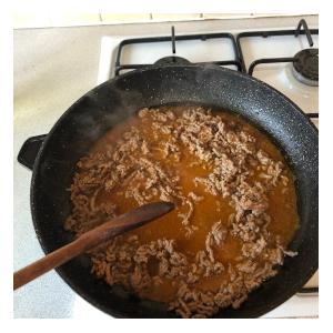 making lettuce leaf basil taco